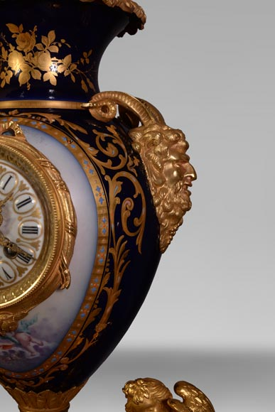 Napoleon III style clock, in Sèvres night blue porcelain and gilded bronze-6