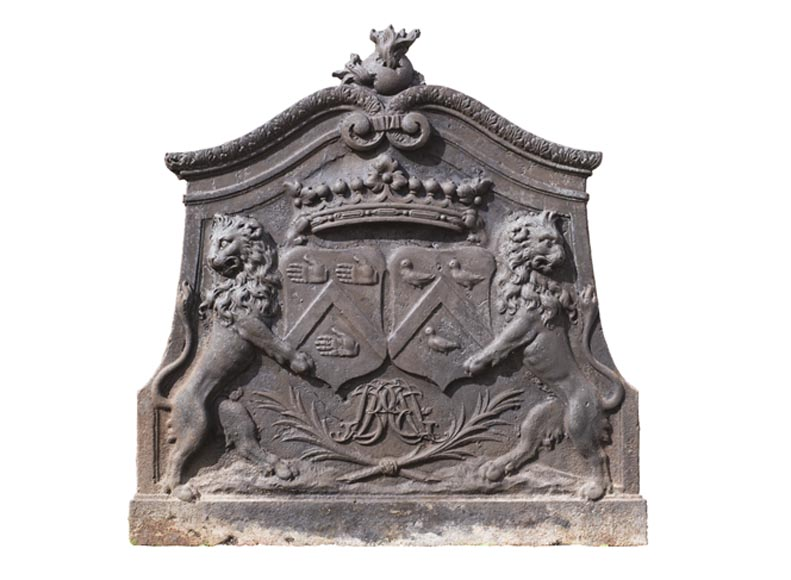 Imposing cast iron fireback with two lions holding two coats of arms - Reference 11109