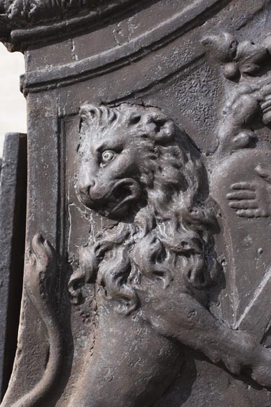 Imposing cast iron fireback with two lions holding two coats of arms-2