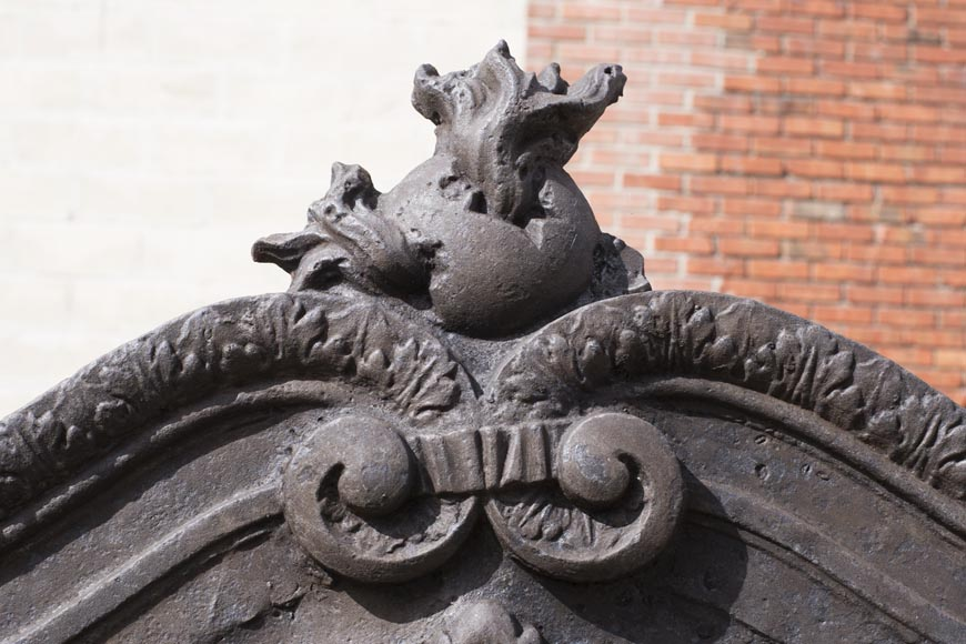 Imposing cast iron fireback with two lions holding two coats of arms-7