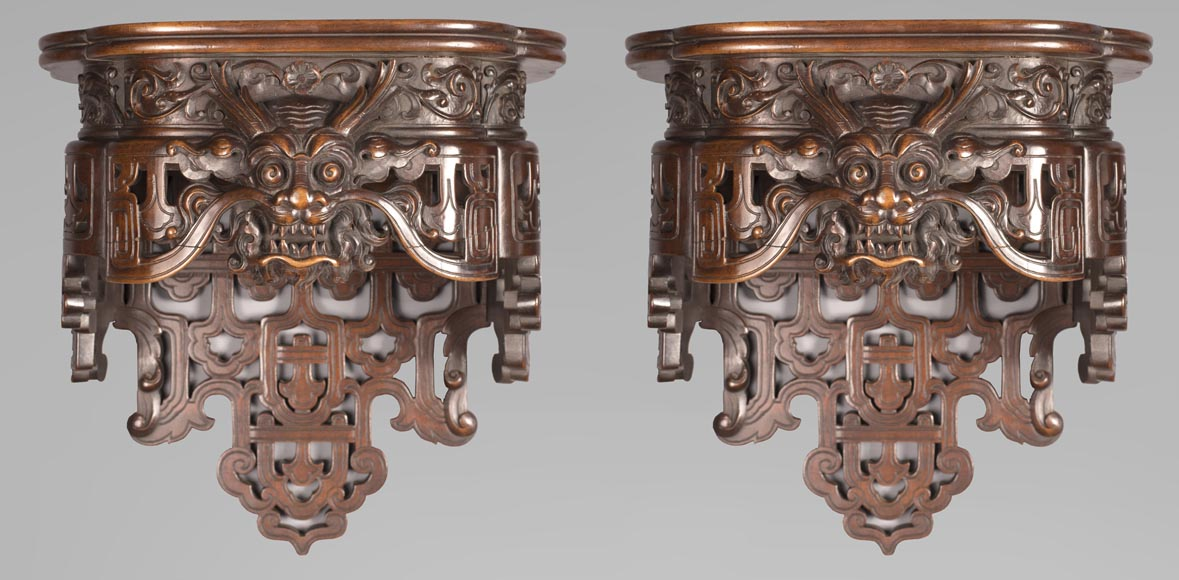 Pair of Far Eastern wall brackets with dragon decoration.-0