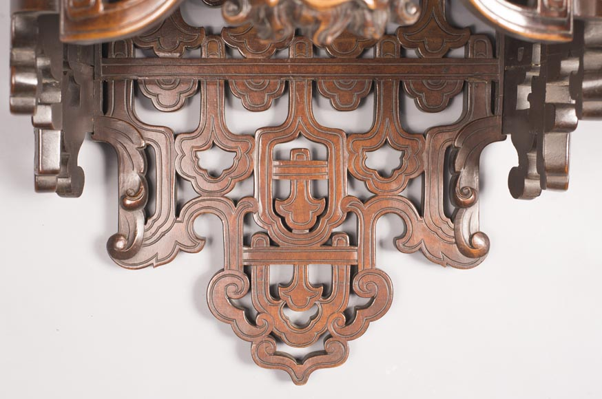 Pair of Far Eastern wall brackets with dragon decoration.-2