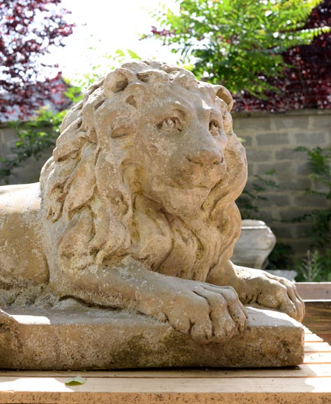 Important pair of statues with majestic lions made of composit stone-2