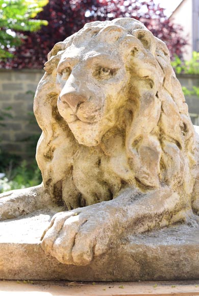 Important pair of statues with majestic lions made of composit stone-8