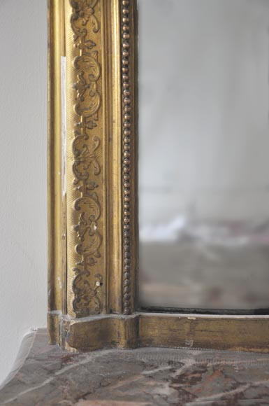 Antique Regence style gilded overmantel pierglass adorned with friezes of foliage-3