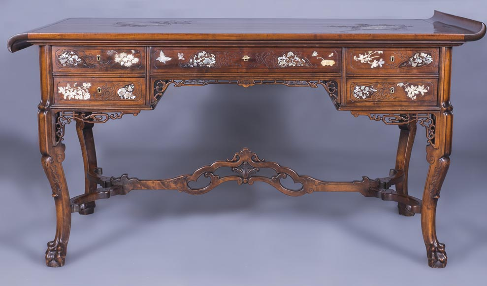 Maison des Bmbous Alfred PERRET and Ernest VIBERT (attributed to) - Japanese flat desk with mother-of-pearl and ivory decoration-0