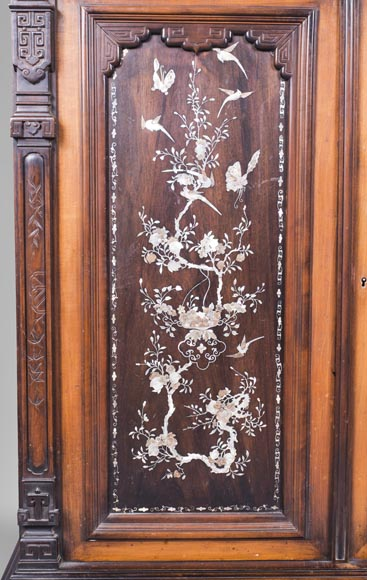 Japanese style cabinet bottom decorated with birds and mother-of-pearl butterflies-3