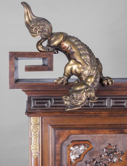 Gabirel VIARDOT (1830-1906) - Japanese style shelf cabinet with mother of pearl decoration-2