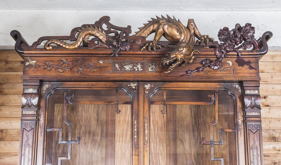 Important display cabinet with dragon and mother-of-pearl decoration-2