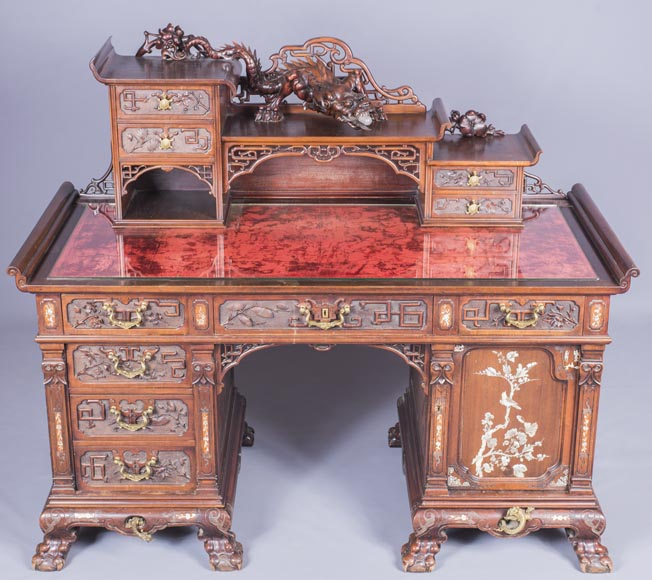 Important japanese style pedestal desk with dragons decoration-0
