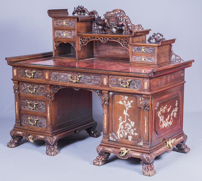 Important japanese style pedestal desk with dragons decoration-1