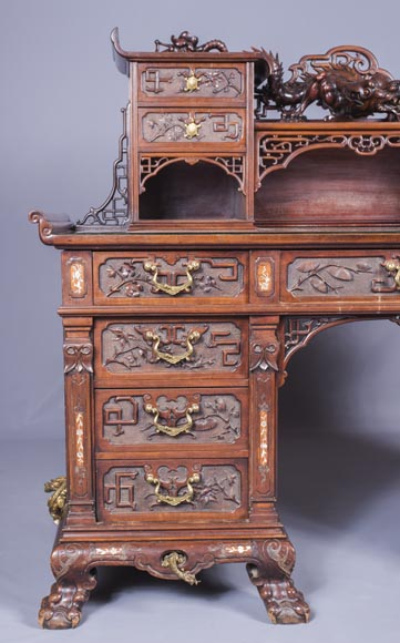 Important japanese style pedestal desk with dragons decoration-3