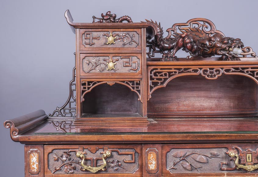 Important japanese style pedestal desk with dragons decoration-4