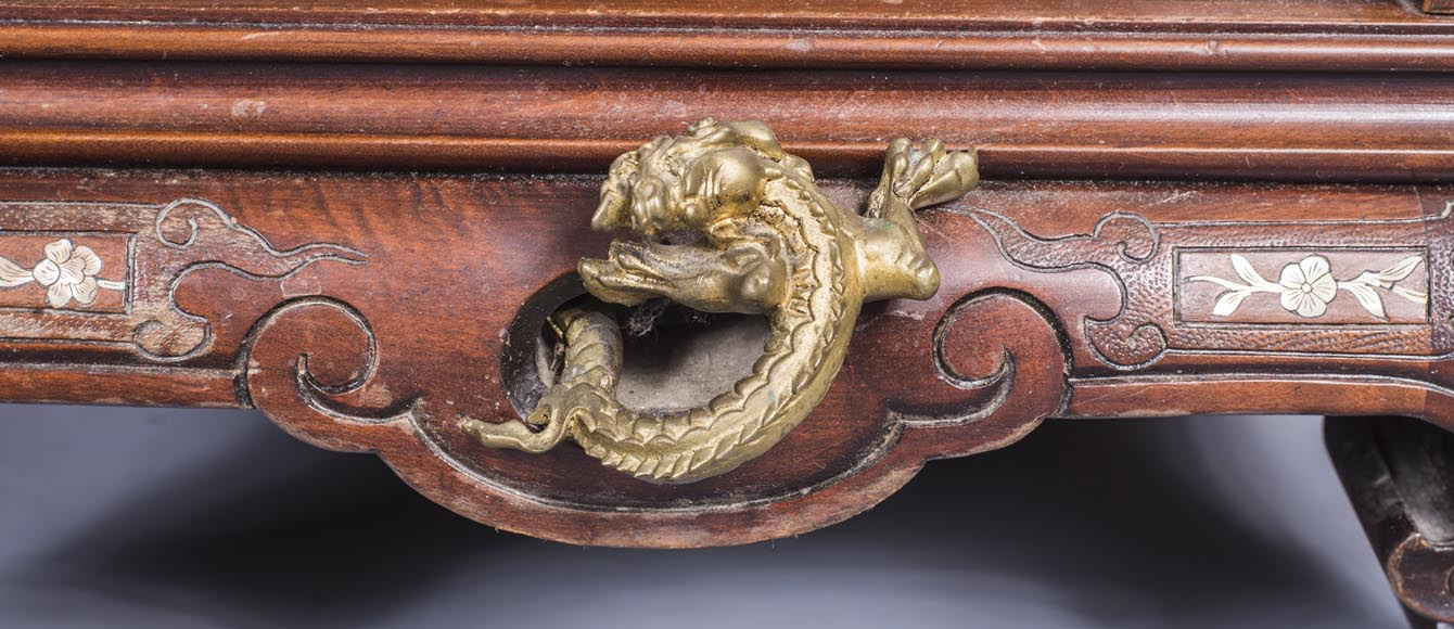 Important japanese style pedestal desk with dragons decoration-8