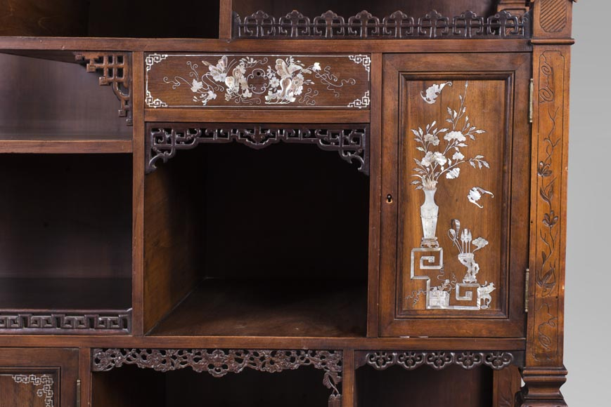 Shelves cabinet of Far Eastern inspiration, decorated with floral vases in mother-of-pearl and ivory-7