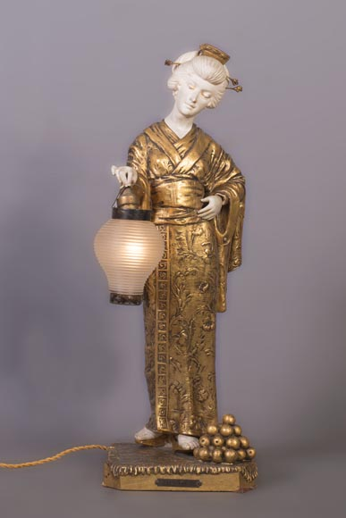 Dominique ALONZO (actif 1910-1930), Japanese style bedside lamp, made of biscuit, spelter and glass globe, representing a Japanese woman holding a lantern-0