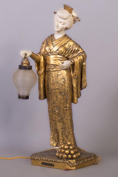 Dominique ALONZO (actif 1910-1930), Japanese style bedside lamp, made of biscuit, spelter and glass globe, representing a Japanese woman holding a lantern-1