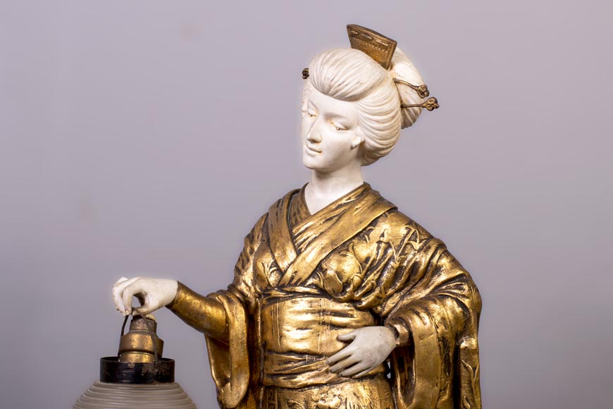 Dominique ALONZO (actif 1910-1930), Japanese style bedside lamp, made of biscuit, spelter and glass globe, representing a Japanese woman holding a lantern-3