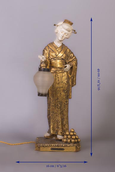 Dominique ALONZO (actif 1910-1930), Japanese style bedside lamp, made of biscuit, spelter and glass globe, representing a Japanese woman holding a lantern-11