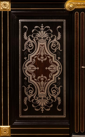 L'ESCALIER DE CRISTAL - Display cabinet in metal marquetry and bronze ornaments-3