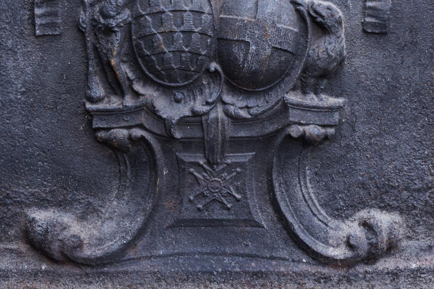 Beautiful cast iron fireback with the wedding coat of arms of the marquis de Vichy and Claude-Josèphe-Marie de Saint-Georges-2