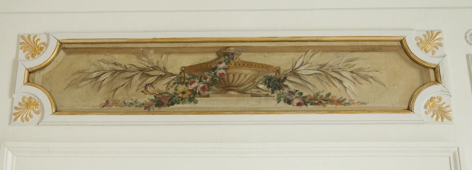 Set of painted wood panels decorated with vases and garlands of flowers.-2