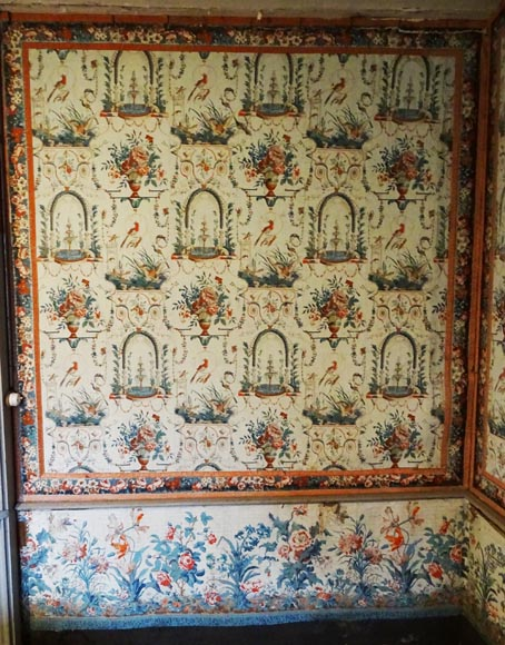 A beautiful set of polychrome wallpaper from a room-1