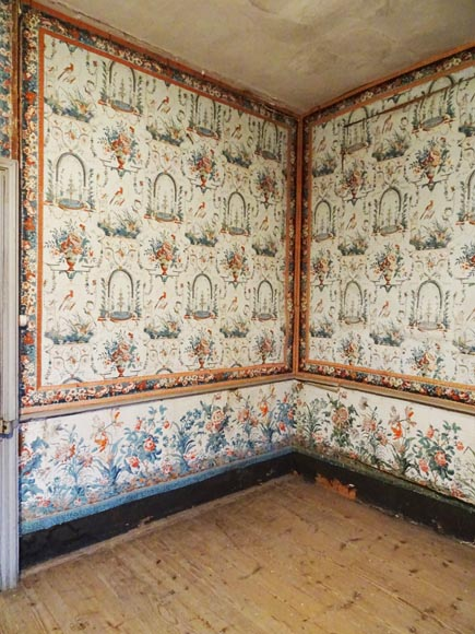 A beautiful set of polychrome wallpaper from a room-5