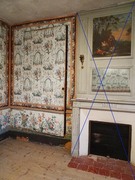 A beautiful set of polychrome wallpaper from a room-6