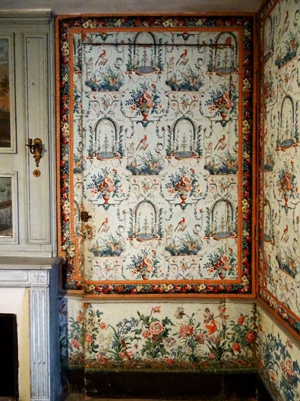 A beautiful set of polychrome wallpaper from a room-7