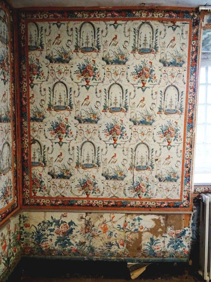 A beautiful set of polychrome wallpaper from a room-8