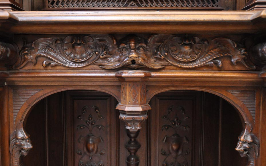 Large Neo-Renaissance style buffet in carved walnut with Louis XII and Francis I of France emblems-7