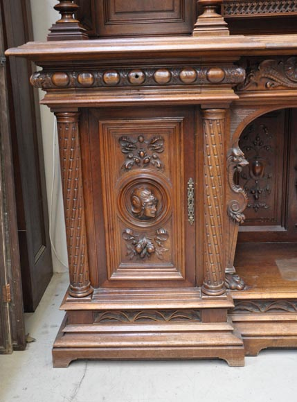 Large Neo-Renaissance style buffet in carved walnut with Louis XII and Francis I of France emblems-9