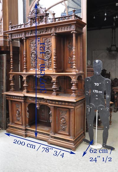 Large Neo-Renaissance style buffet in carved walnut with Louis XII and Francis I of France emblems-12