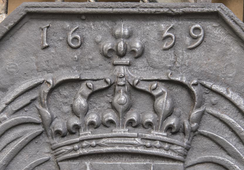 Cast iron fireback with the French coat of arms-1