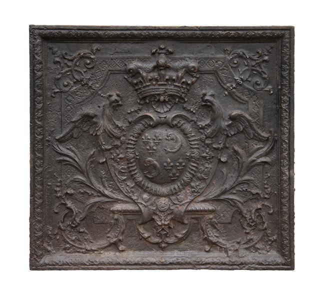 Exceptional fireback from the Regency period with the arms of the Dauphin of France-0