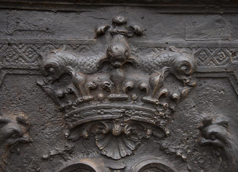 Exceptional fireback from the Regency period with the arms of the Dauphin of France-1