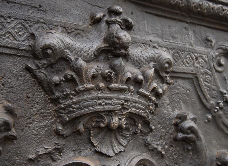 Exceptional fireback from the Regency period with the arms of the Dauphin of France-2