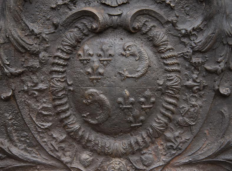 Exceptional fireback from the Regency period with the arms of the Dauphin of France-4