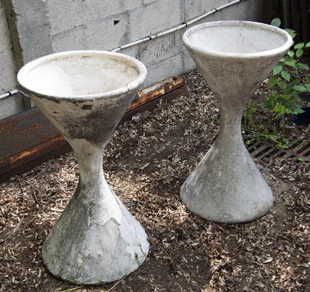 Pair of planters model