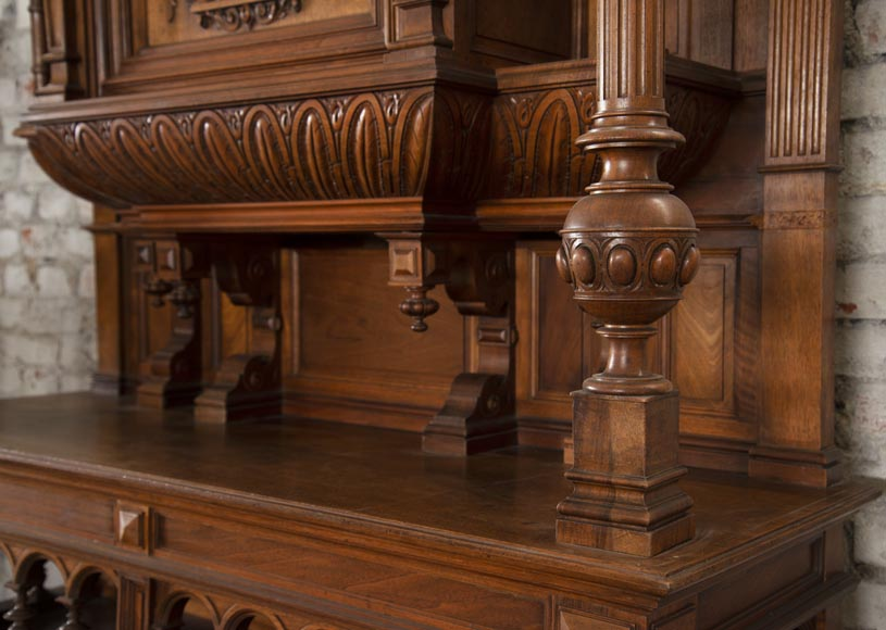Neo-Renaissance style cupboard in walnut carved with portraits in medallions-3