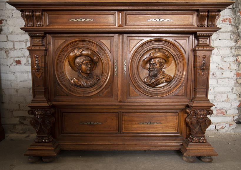 Neo-Renaissance style cupboard in walnut carved with portraits in medallions-5