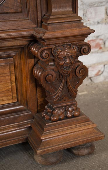 Neo-Renaissance style cupboard in walnut carved with portraits in medallions-8