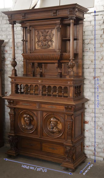 Neo-Renaissance style cupboard in walnut carved with portraits in medallions-9
