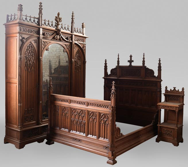 Set of bedroom furniture in carved oak, Neo-Gothic style-0