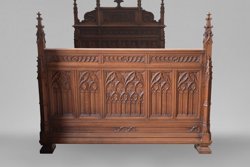 Set of bedroom furniture in carved oak, Neo-Gothic style-7