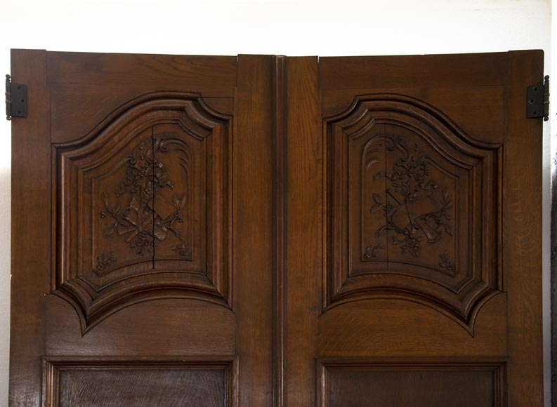 Double door in carved oak decorated with military trophies-1