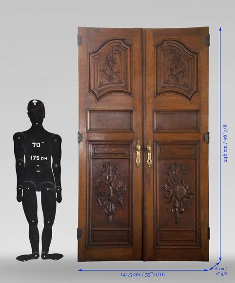 Double door in carved oak decorated with military trophies-9