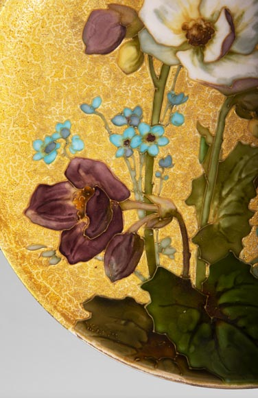 MANUFACTURE DE SÈVRES - Glazed ceramic plate decorated with flowers on a gold background-2