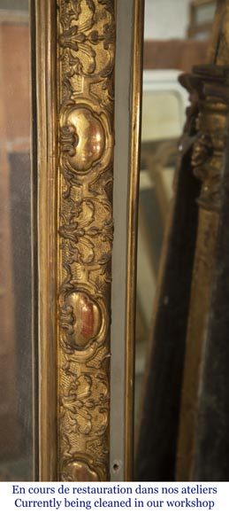 Trumeau with a rounded mirror decorated with a shell and a Regency frieze-5